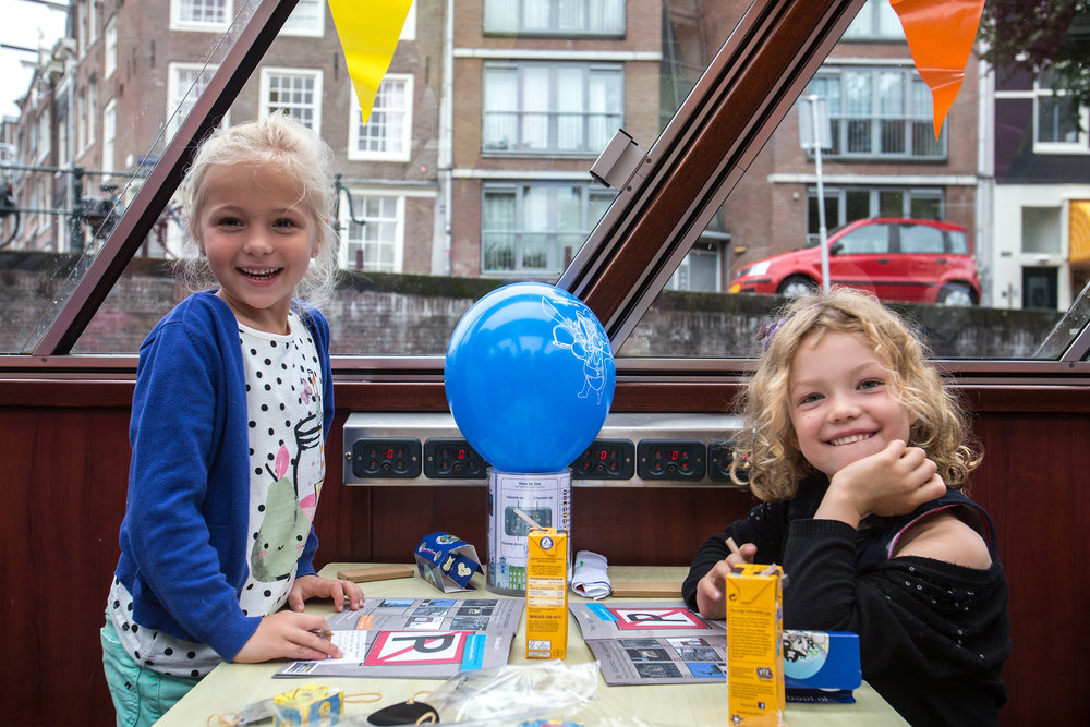 AMSTERDAM - Zoetwater Piraatjes bij Blue Boat. FOTO: DIEDERIK VAN DER LAAN