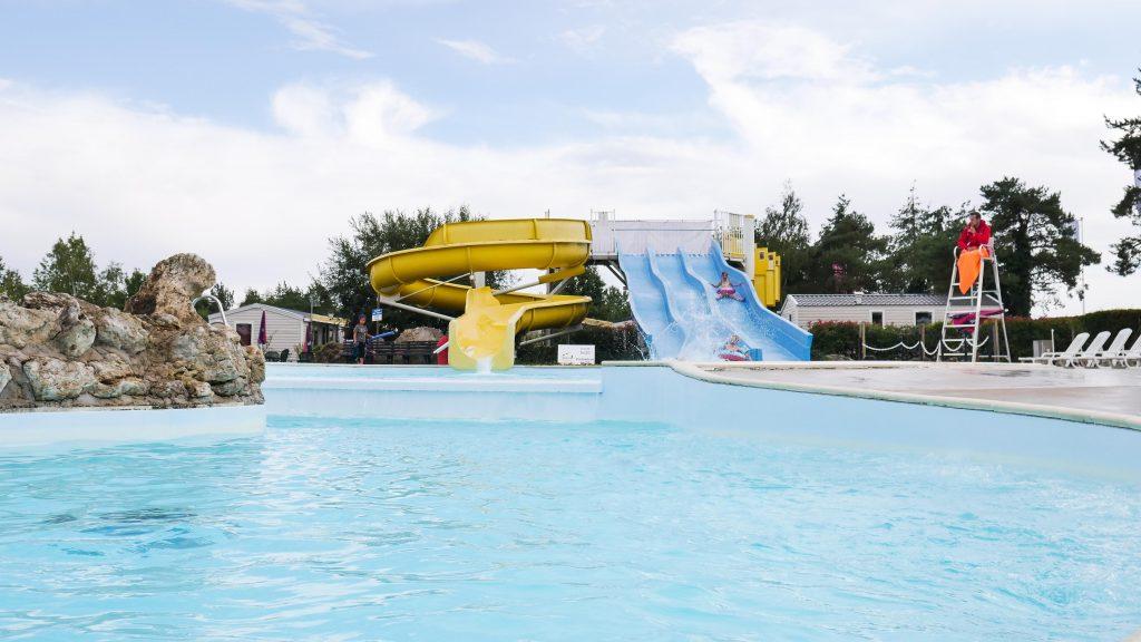 zwembad-glijbanen-camping-loire