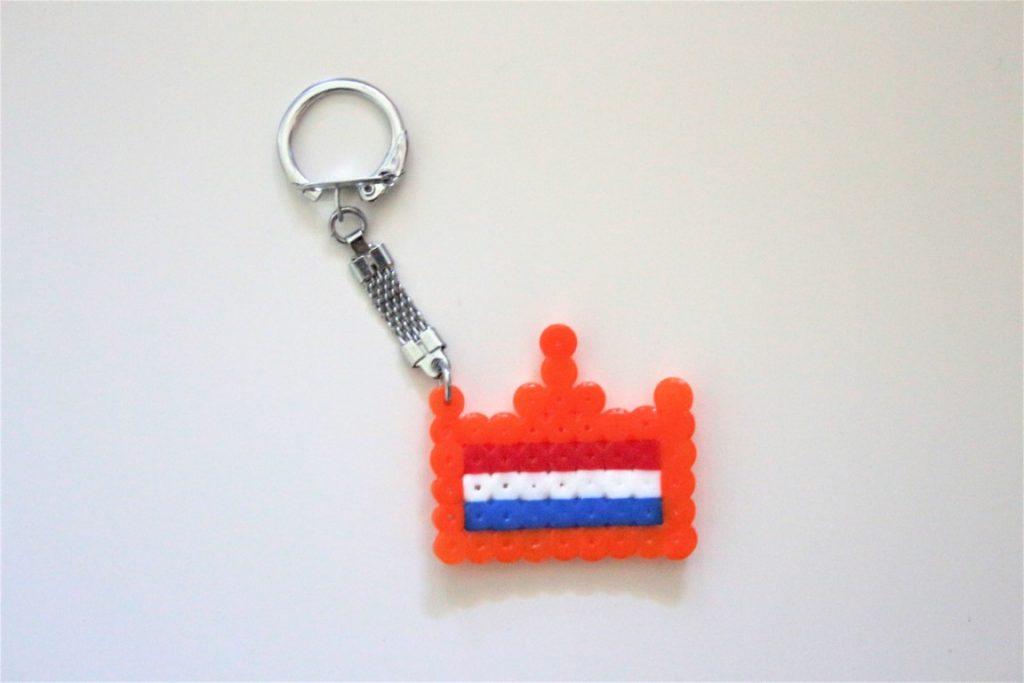 knutselen voor koningsdag - kroon maken met strijkkralen