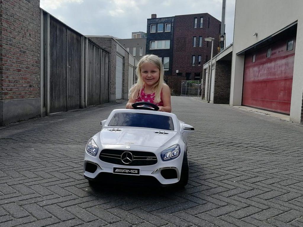 Elektrische kinderauto Mercedes AMG voor kinderen
