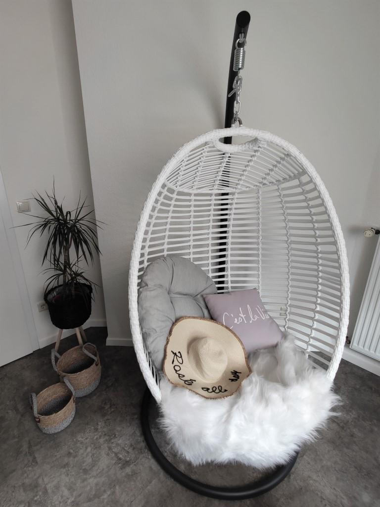 Hangstoel stylen inspiratie voorbeelden - Manifesto Ortello Cocoon Hangei Kees Smit Tuinmeubelen