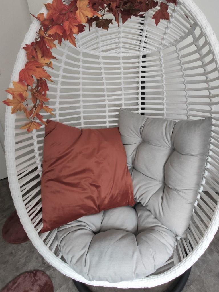 Hangstoel stylen voorbeeld herfst autumn chair kees smit